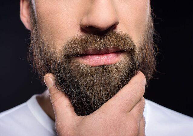 Một người đàn ông có râu
