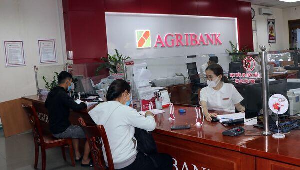 Khách hàng tại Agribank Kon Tum - Sputnik Việt Nam