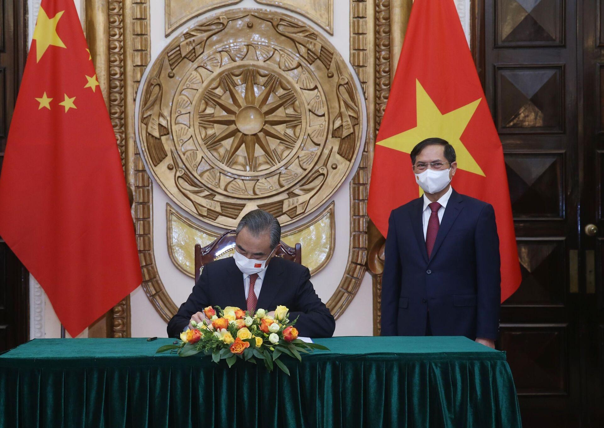 Bộ trưởng Ngoại giao Trung Quốc Vương Nghị ghi lưu bút - Sputnik Việt Nam, 1920, 05.10.2021