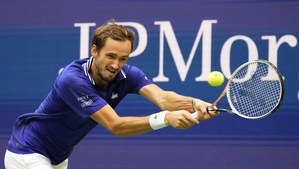 Tay vợt Nga Daniil Medvedev đấu với Felix Auger-Aliassime của Canada tại giải quần vợt US Open 2021 - Sputnik Việt Nam