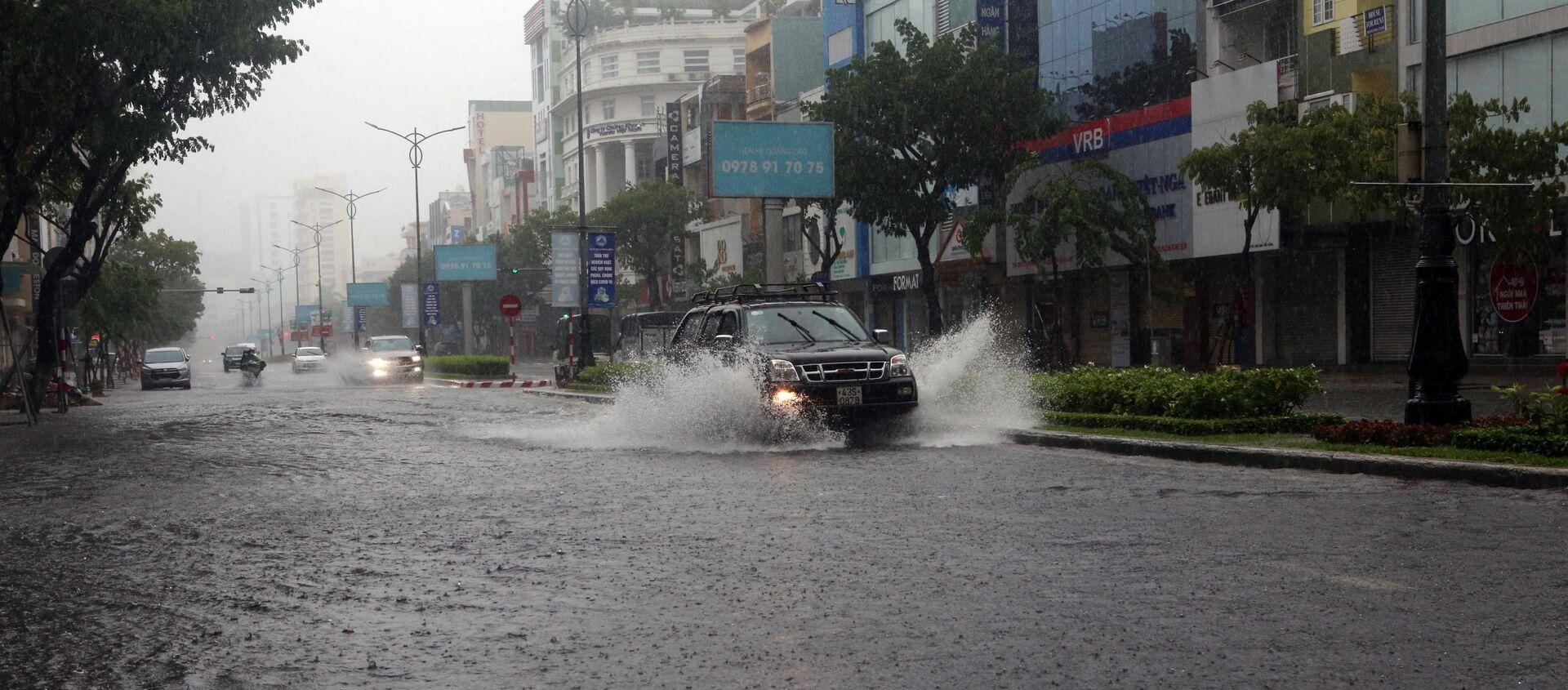 Tuyến đường Nguyễn Văn Linh (TP Đà Nẵng) bị ngập nước do mưa lớn liên tiếp - Sputnik Việt Nam, 1920, 11.09.2021