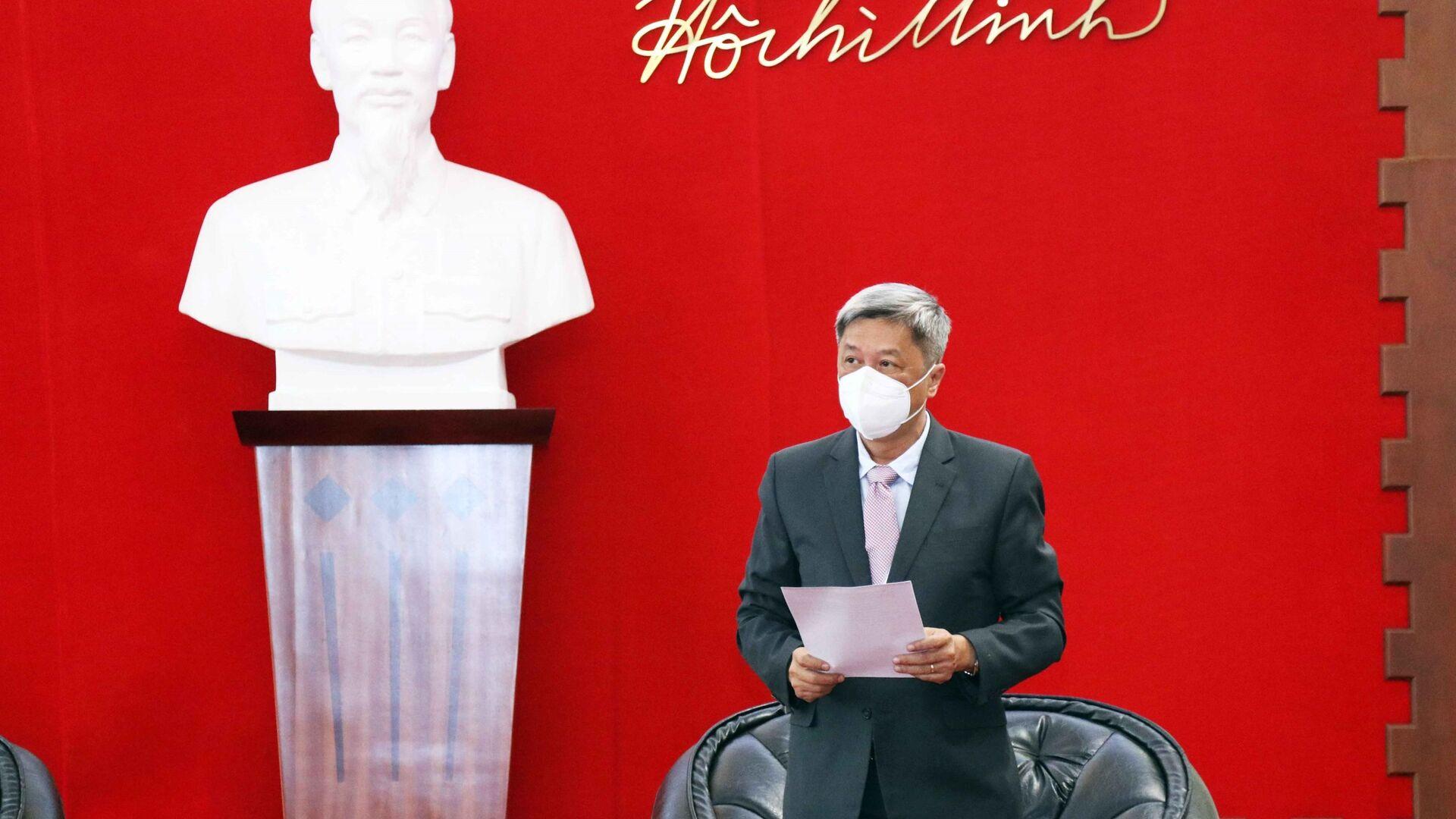 Ông Nguyễn Trường Sơn, Thứ trưởng Bộ Y tế phát biểu tại buổi lễ tiếp nhận số thiết bị, vật tư y tế do Chính phủ Ba Lan tặng Việt Nam - Sputnik Việt Nam, 1920, 14.10.2021