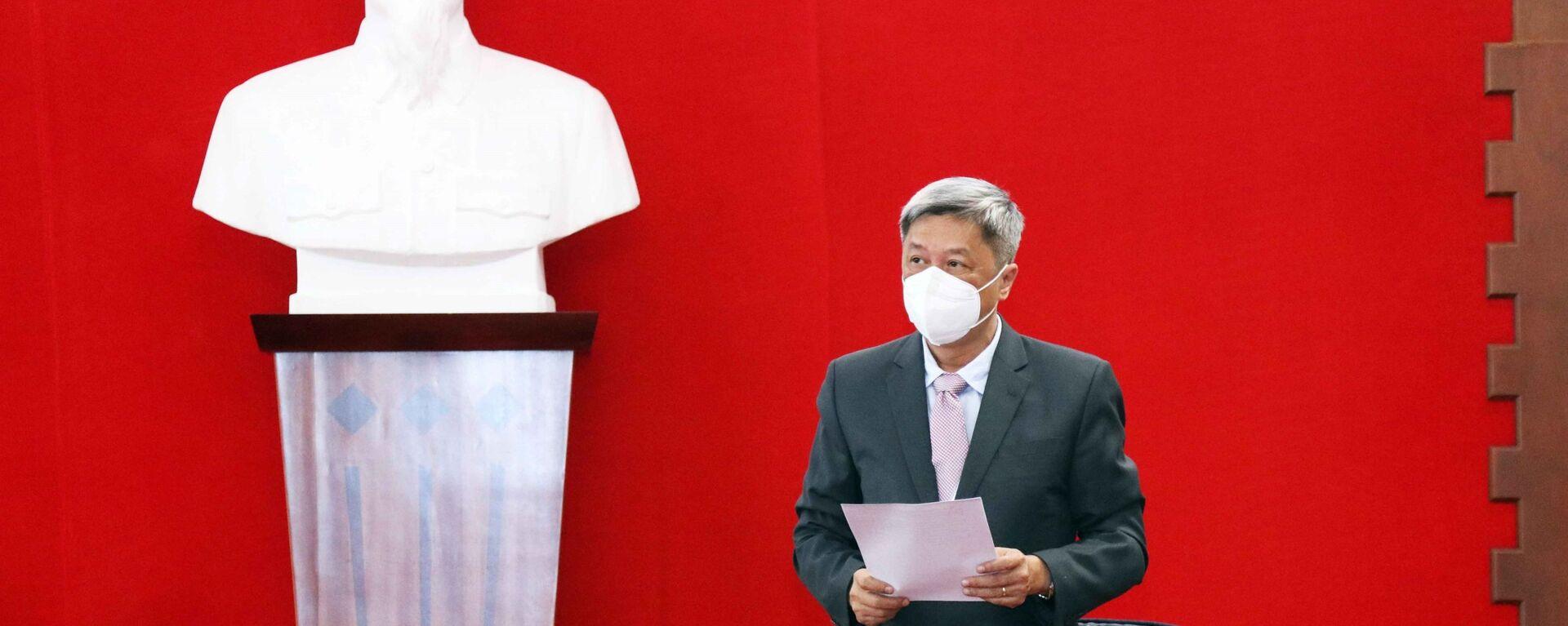 Ông Nguyễn Trường Sơn, Thứ trưởng Bộ Y tế phát biểu tại buổi lễ tiếp nhận số thiết bị, vật tư y tế do Chính phủ Ba Lan tặng Việt Nam - Sputnik Việt Nam, 1920, 27.09.2021