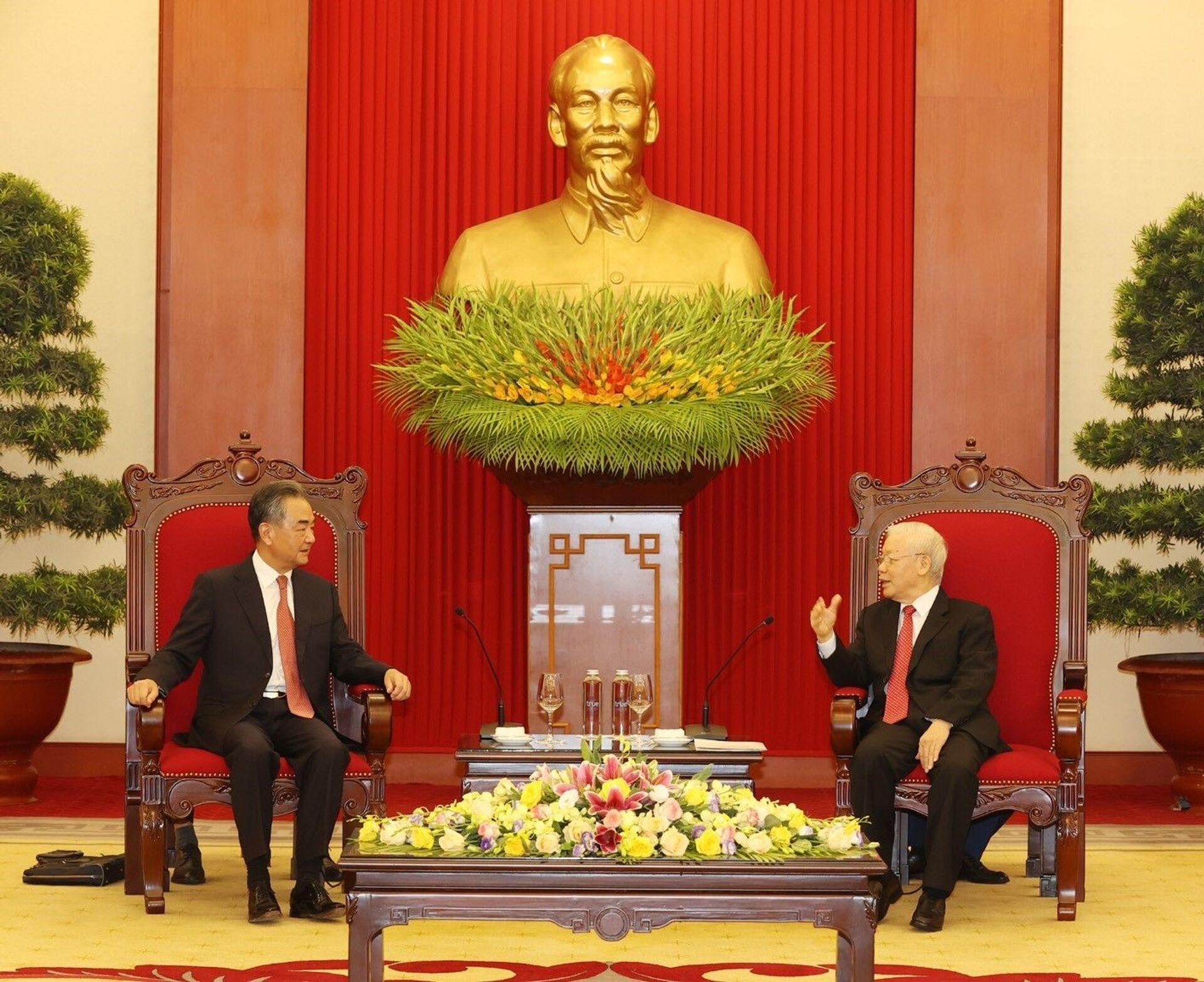 Tổng Bí thư Nguyễn Phú Trọng tiếp Bộ trưởng Ngoại giao Trung Quốc Vương Nghị - Sputnik Việt Nam, 1920, 05.10.2021