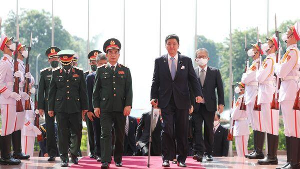 Đại tướng, Bộ trưởng Quốc phòng Phan Văn Giang đón Bộ trưởng Quốc phòng Nhật Bản Kishi Nobuo. - Sputnik Việt Nam