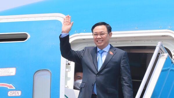 Chuyên cơ đưa Chủ tịch Quốc hội Vương Đình Huệ và Đoàn đại biểu cấp cao Quốc hội Việt Nam về đến sân bay quốc tế Nội Bài, Hà Nội.  - Sputnik Việt Nam