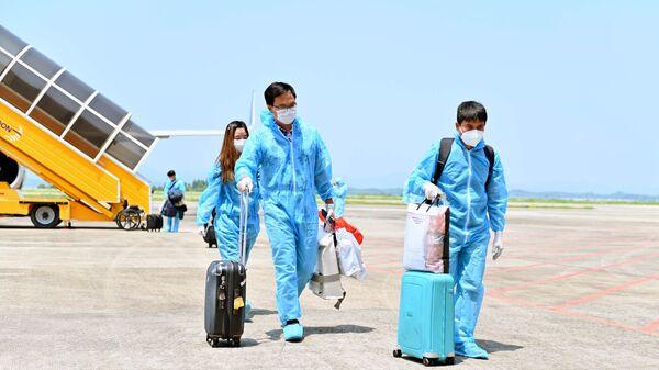 """Sân bay quốc tế Vân Đồn đón 345 khách có """"Hộ chiếu vaccine"""" về từ Mỹ - Sputnik Việt Nam"""