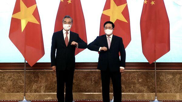 Phó Thủ tướng Chính phủ Phạm Bình Minh và Bộ trưởng Ngoại giao Trung Quốc Vương Nghị trong cuộc gặp tại Hà Nội, Việt Nam - Sputnik Việt Nam