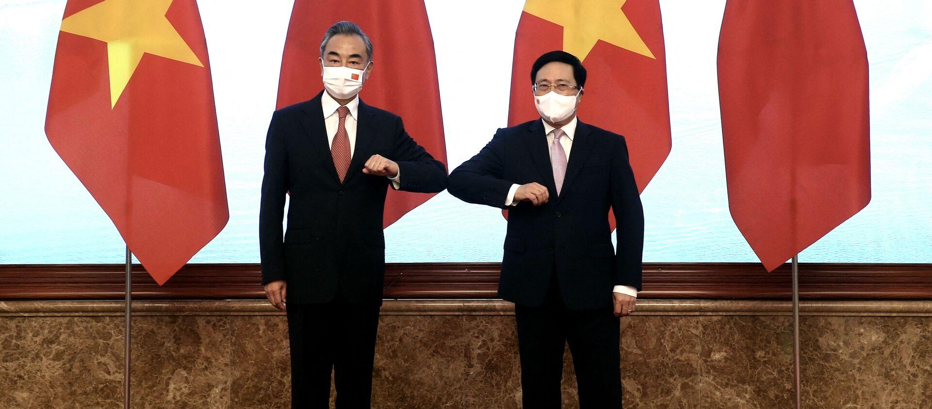Phó Thủ tướng Chính phủ Phạm Bình Minh và Bộ trưởng Ngoại giao Trung Quốc Vương Nghị trong cuộc gặp tại Hà Nội, Việt Nam - Sputnik Việt Nam, 1920, 14.09.2021