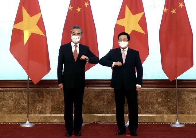 Phó Thủ tướng Chính phủ Phạm Bình Minh và Bộ trưởng Ngoại giao Trung Quốc Vương Nghị trong cuộc gặp tại Hà Nội, Việt Nam