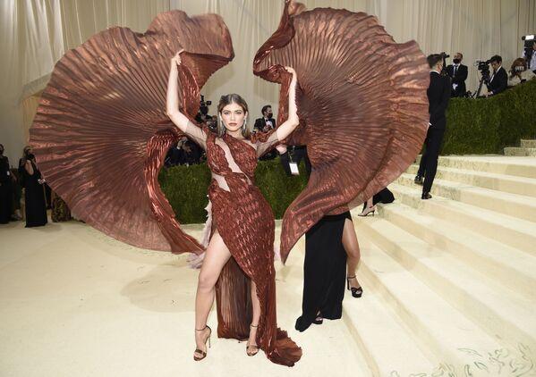 Valentina Sampaio tại Met Gala năm 2021 ở New York - Sputnik Việt Nam
