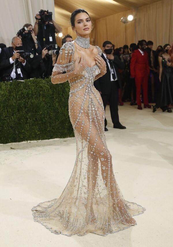Kendall Jenner tại Met Gala 2021 ở New York  - Sputnik Việt Nam