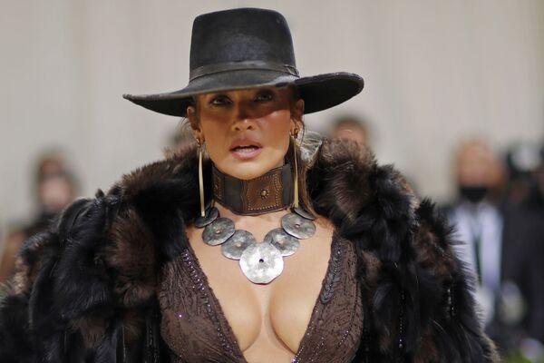 Nữ diễn viên, ca sĩ, vũ công, nhà thiết kế thời trang và nhà sản xuất Mỹ Jennifer Lopez tại Met Gala 2021 ở New York - Sputnik Việt Nam