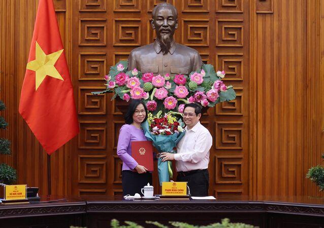 Thủ tướng Phạm Minh Chính trao Quyết định bổ nhiệm Tổng Giám đốc Thông tấn xã Việt Nam cho bà Vũ Việt Trang