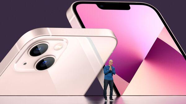 CEO Apple Tim Cook tại buổi giới thiệu iPhone 13 - Sputnik Việt Nam