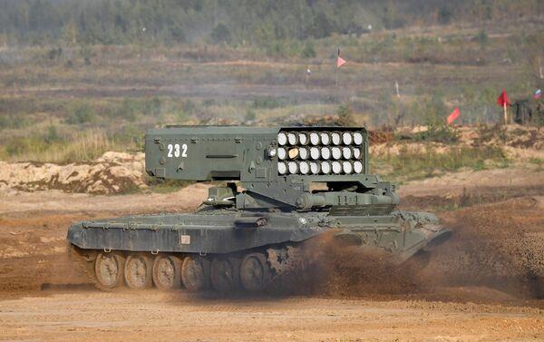 Hệ thống súng phun lửa hạng nặng TOS-1A Solntsepek trong tập trận Zapad-2021 - Sputnik Việt Nam
