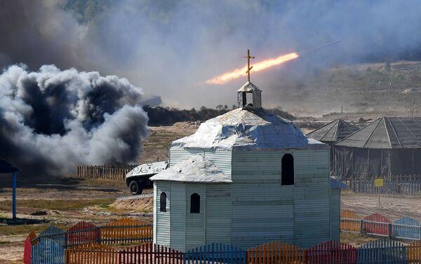 Phát bắn từ hệ thống pháo phản lực bắn loạt tại cuộc tập trận chiến lược chung Zapad-2021 - Sputnik Việt Nam