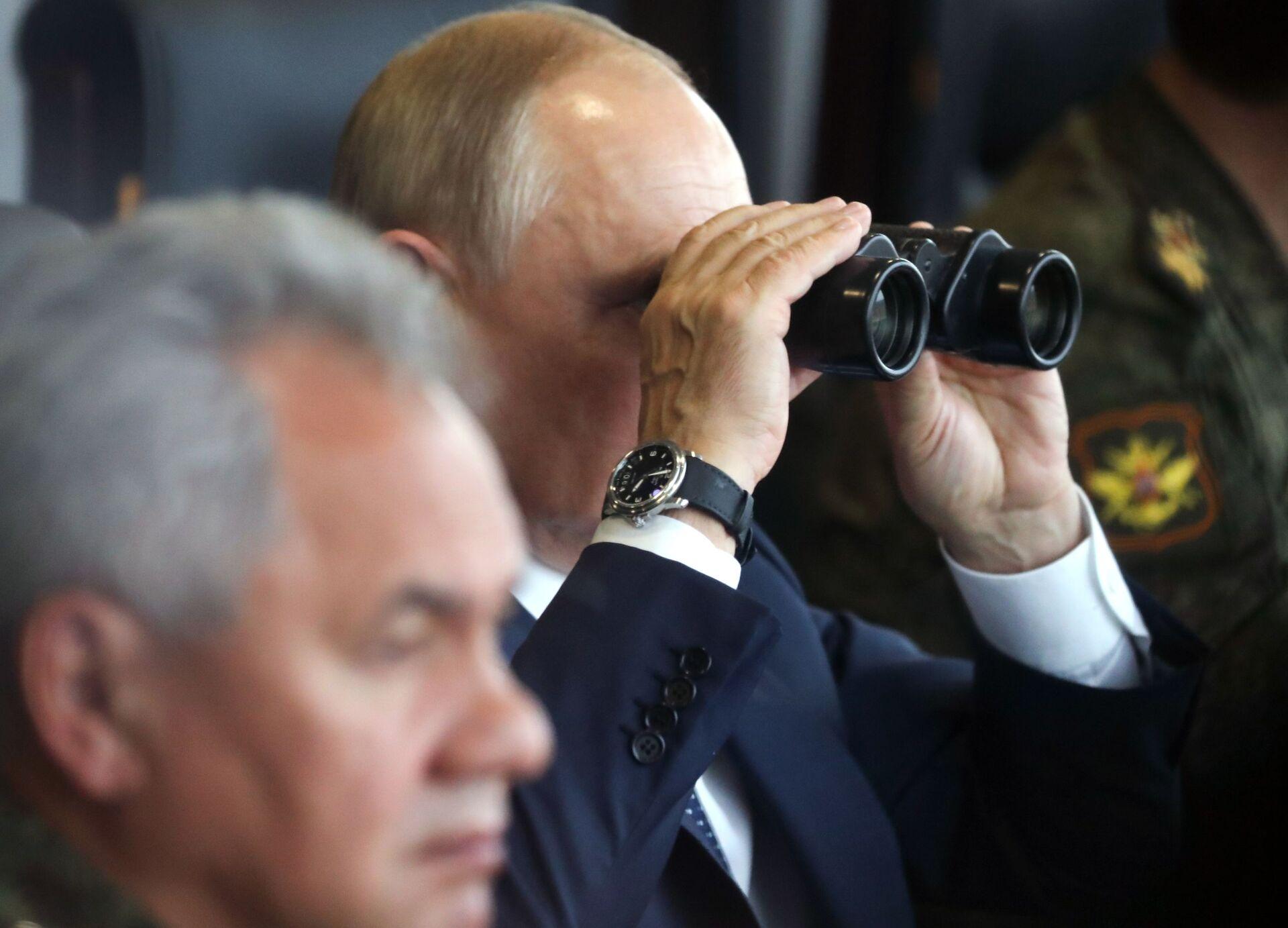 Tổng thống Nga Vladimir Putin giám sát giai đoạn chính của cuộc tập trận Zapad-2021 - Sputnik Việt Nam, 1920, 05.10.2021