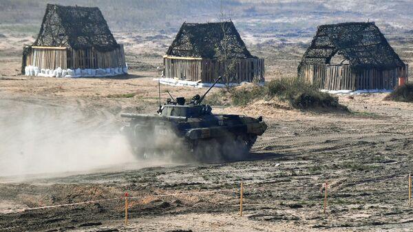 Xe chiến đấu bộ binh BMP-2 của Nga tại cuộc tập trận chiến lược chung Zapad-2021 - Sputnik Việt Nam