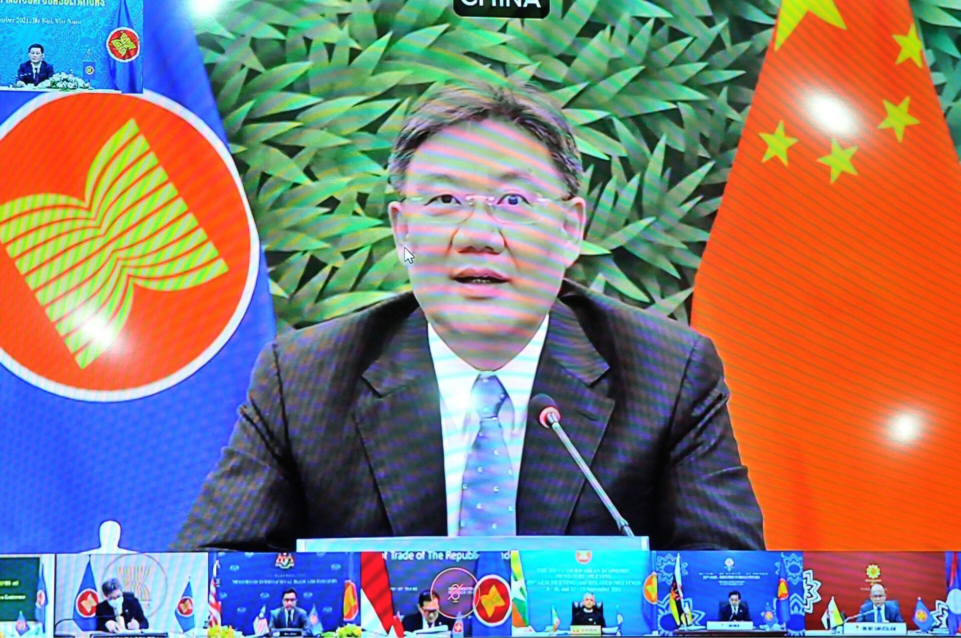 Bộ trưởng Thương mại Trung Quốc Vương Văn Đào phát biểu tại Hội nghị Bộ trưởng Kinh tế ASEAN - Trung Quốc lần thứ 20 tại điểm cầu Bắc Kinh - Sputnik Việt Nam, 1920, 05.10.2021