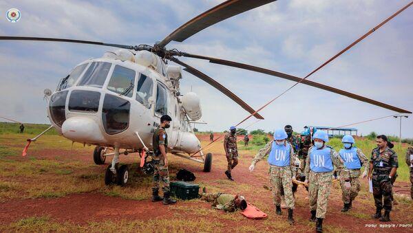 Diễn tập vận chuyển cấp cứu bằng đường không trên thực địa (CASEVAC) của BVDC 2.3 tại sân bay trực thăng Helipad, Bentiu, Nam Sudan - Sputnik Việt Nam