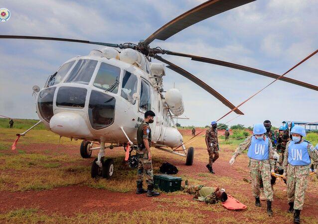 Diễn tập vận chuyển cấp cứu bằng đường không trên thực địa (CASEVAC) của BVDC 2.3 tại sân bay trực thăng Helipad, Bentiu, Nam Sudan