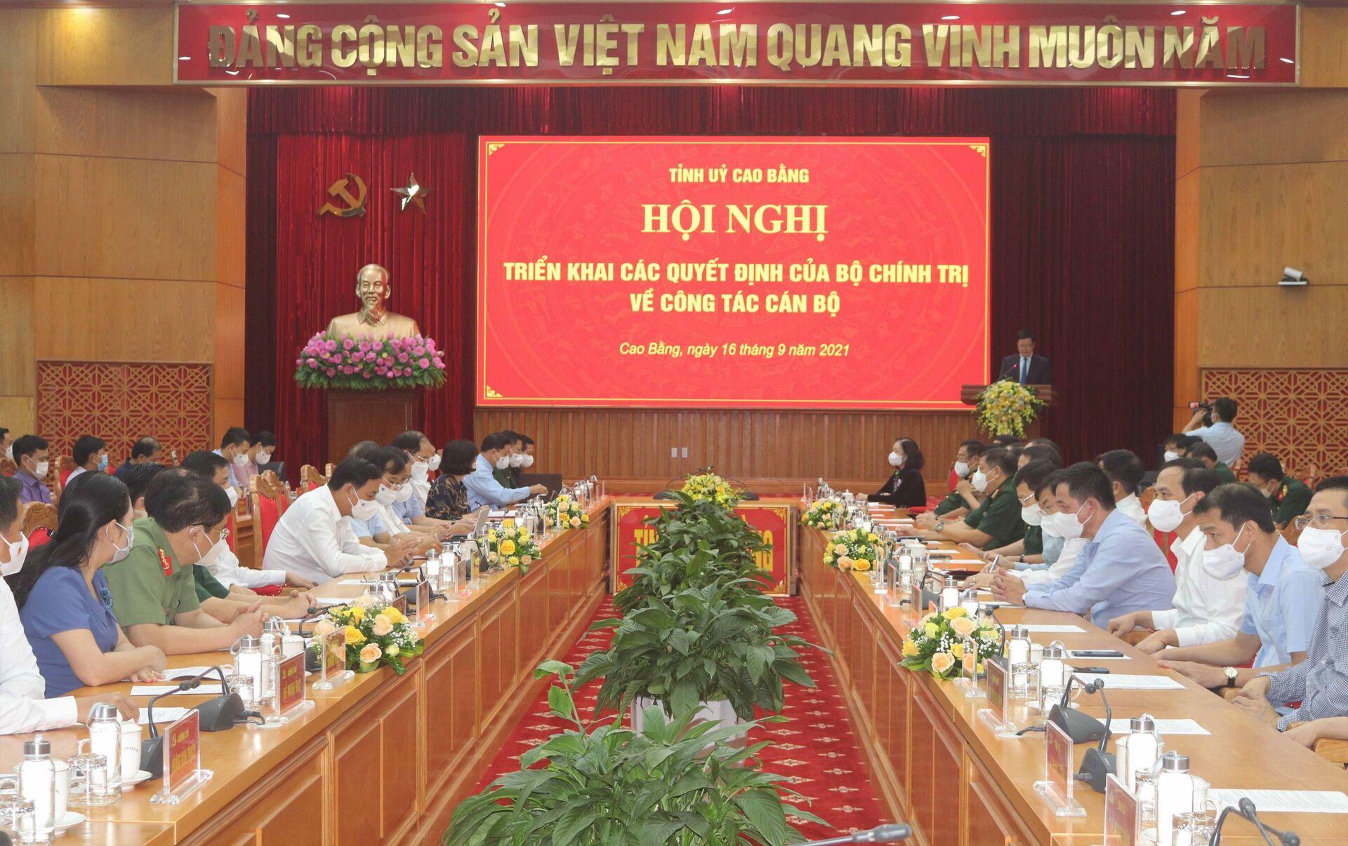 Trong ảnh: Hội nghị công bố Quyết định của Bộ Chính trị về công tác cán bộ - Sputnik Việt Nam, 1920, 05.10.2021