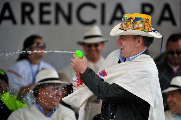 """Tổng thống Colombia Juan Manuel Santos tham gia cuộc diễu hành """"Ngày Trắng"""" ở Pasto - Sputnik Việt Nam"""