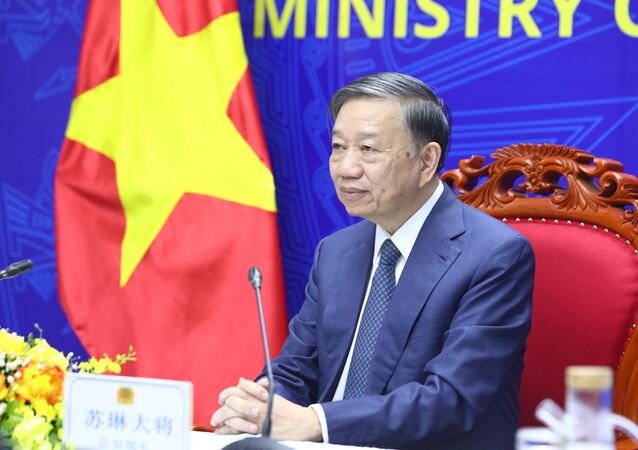 Bộ trưởng Công an Tô Lâm hội đàm trực tuyến với Bí thư Ủy ban chính pháp Trung ương Đảng Cộng sản Trung Quốc