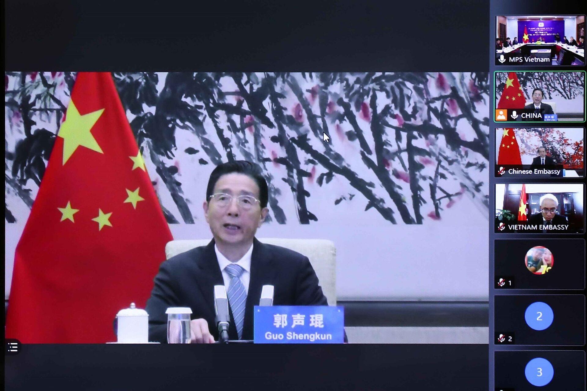 Đồng chí Quách Thanh Côn, Ủy viên Bộ Chính trị, Bí thư Ủy ban Chính pháp Trung ương Đảng Cộng sản Trung Quốc phát biểu tại điểm cầu Bắc Kinh (Trung Quốc) - Sputnik Việt Nam, 1920, 05.10.2021