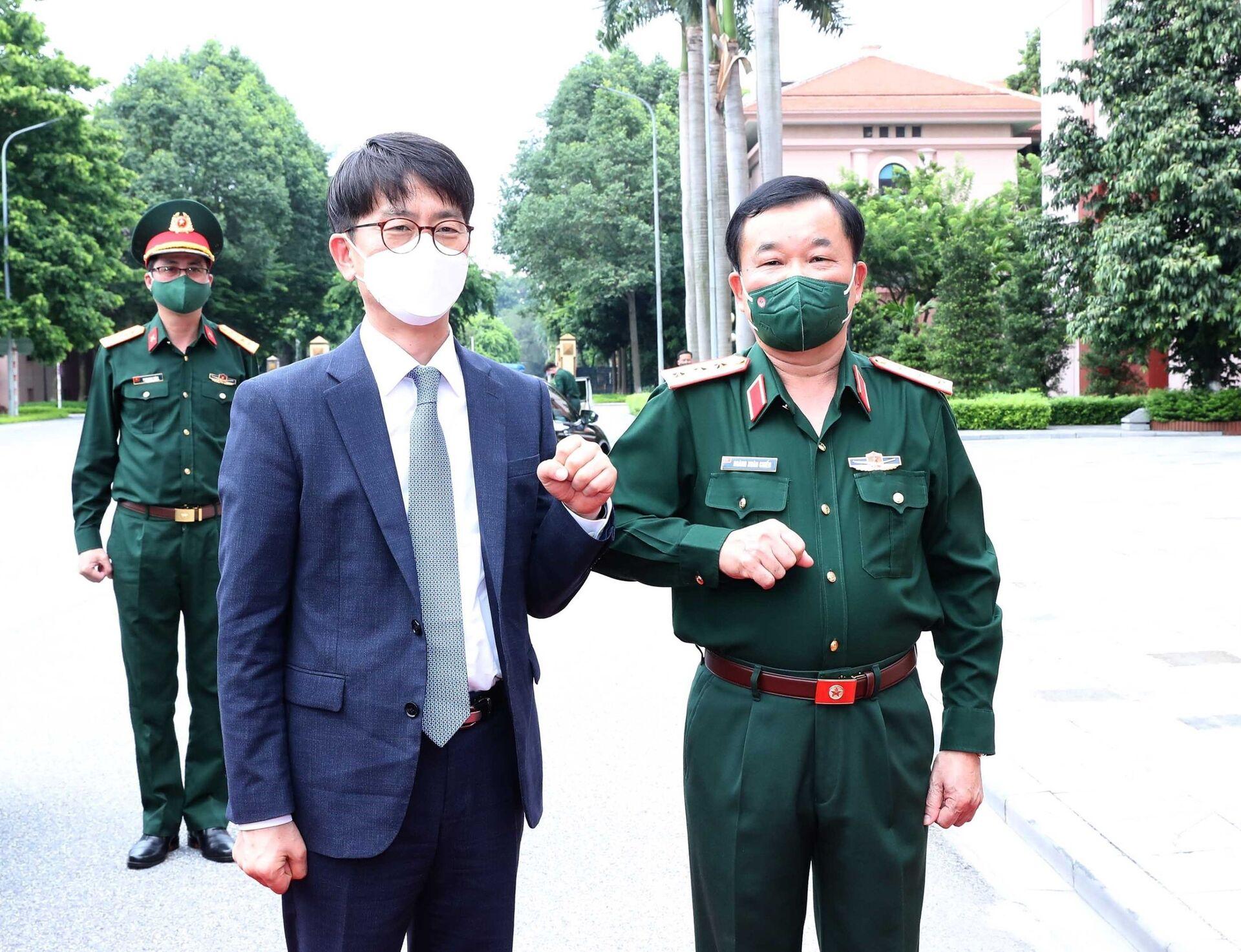 Thượng tướng Hoàng Xuân Chiến, Thứ trưởng Bộ Quốc phòng Việt Nam đón Ngài Park Jae Min, Thứ trưởng Bộ Quốc phòng Hàn Quốc tham dự đối thoại - Sputnik Việt Nam, 1920, 05.10.2021