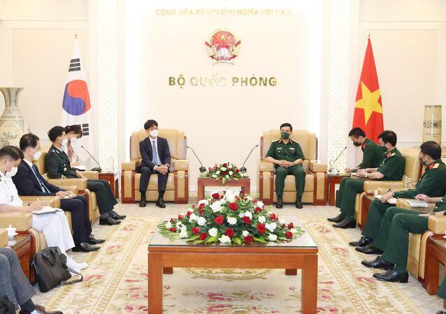 Bộ trưởng Quốc phòng Phan Văn Giang tiếp Thứ trưởng Quốc phòng Hàn Quốc Park Jae Min