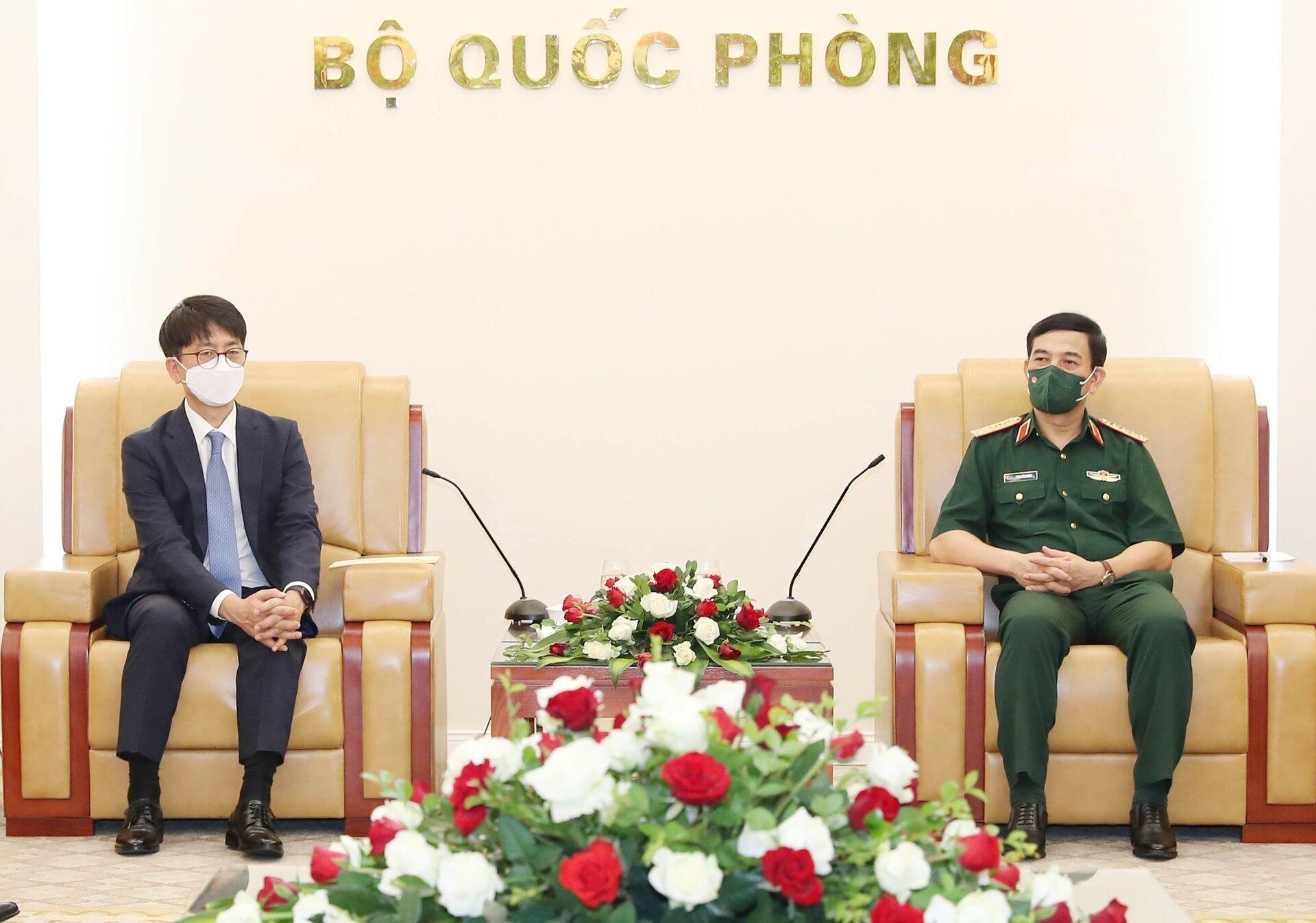 Bộ trưởng Quốc phòng Phan Văn Giang tiếp Thứ trưởng Quốc phòng Hàn Quốc Park Jae Min - Sputnik Việt Nam, 1920, 05.10.2021