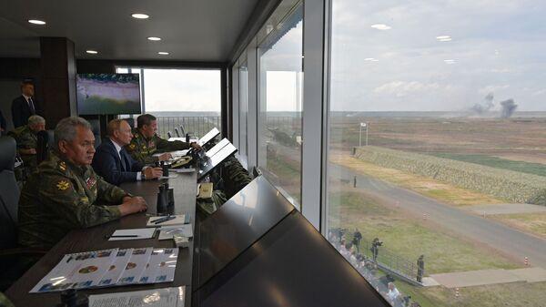 Tổng thống Nga Vladimir Putin giám sát giai đoạn chính của cuộc tập trận Zapad-2021 - Sputnik Việt Nam