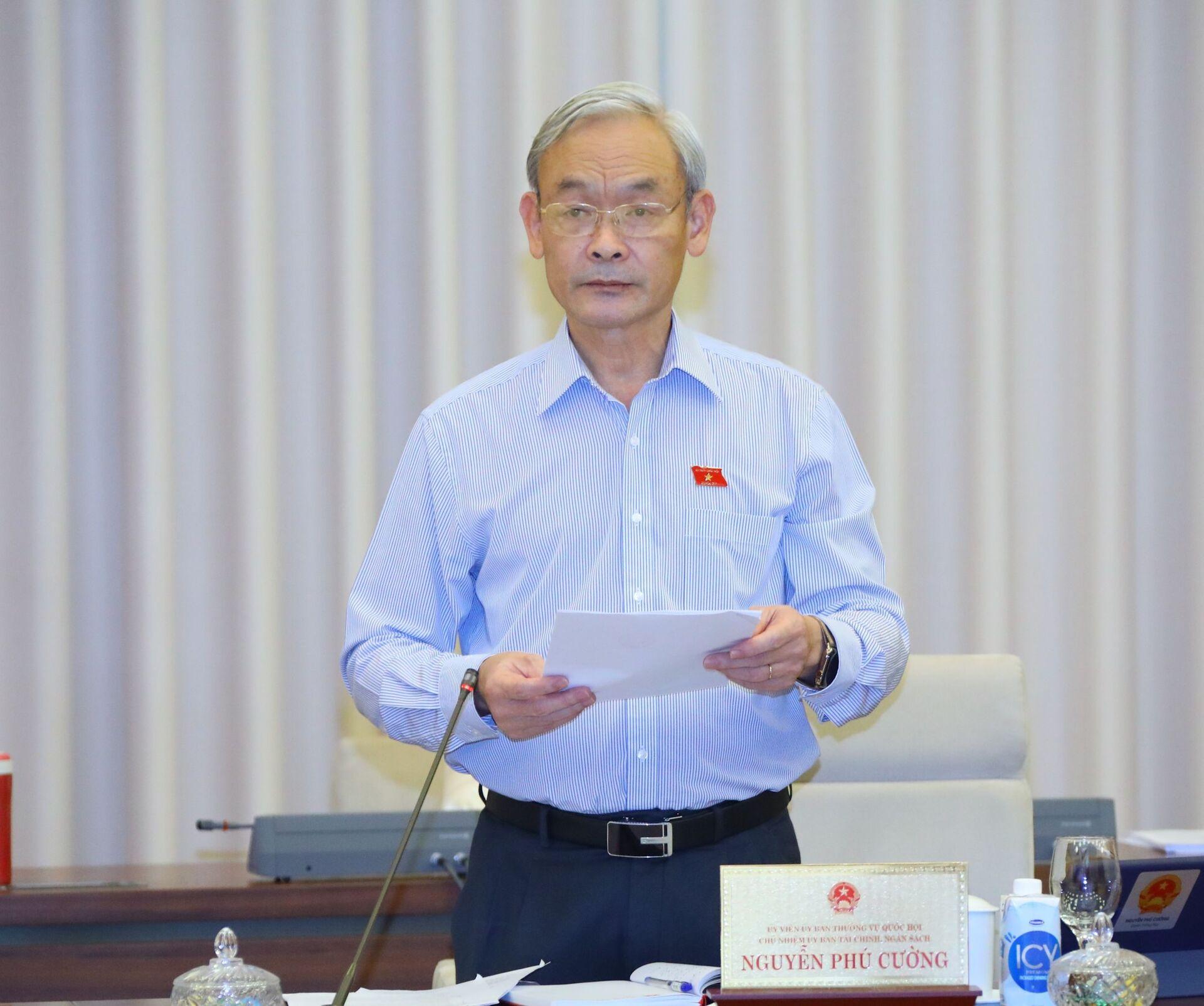 Chủ nhiệm Ủy ban Tài chính - Ngân sách của Quốc hội Nguyễn Phú Cường trình bày báo cáo thẩm tra - Sputnik Việt Nam, 1920, 05.10.2021