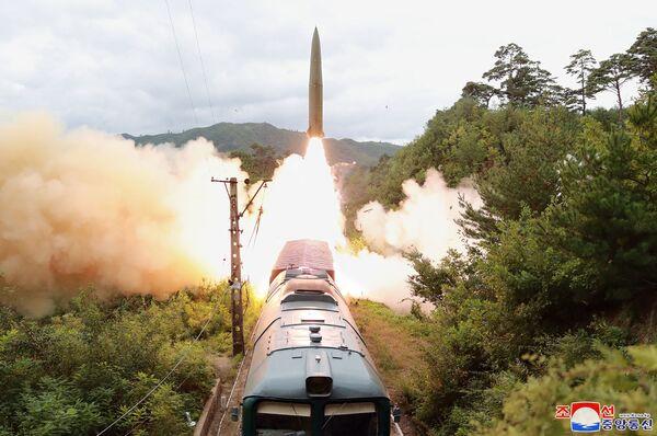 Thử nghiệm bắn tên lửa đặt trên tàu hỏa, Triều Tiên - Sputnik Việt Nam