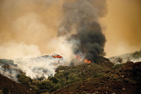 Đám cháy phức hợp KNP ở Vườn quốc gia Sequoia, California  - Sputnik Việt Nam