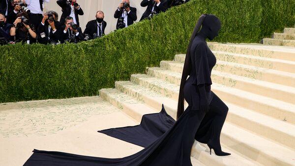 Ngôi sao truyền hình thực tế Mỹ, nữ diễn viên kiêm người mẫu Kim Kardashian tại Met Gala 2021 ở New York - Sputnik Việt Nam