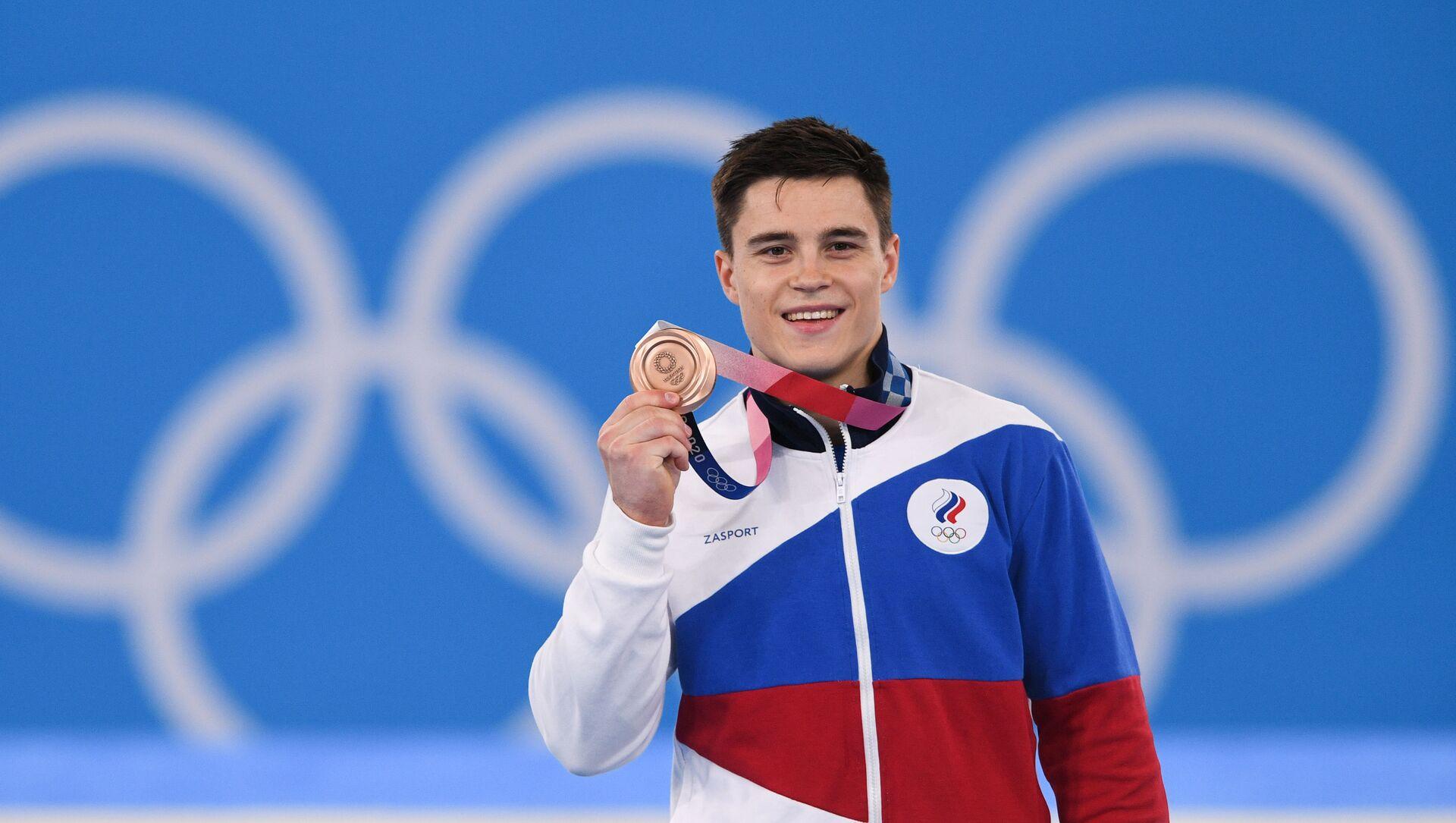 Vận động viên người Nga Nikita Nagorny, người giành huy chương đồng môn thể dục nghệ thuật tại Thế vận hội Olympic lần thứ XXXII, tại lễ trao giải. - Sputnik Việt Nam, 1920, 19.09.2021