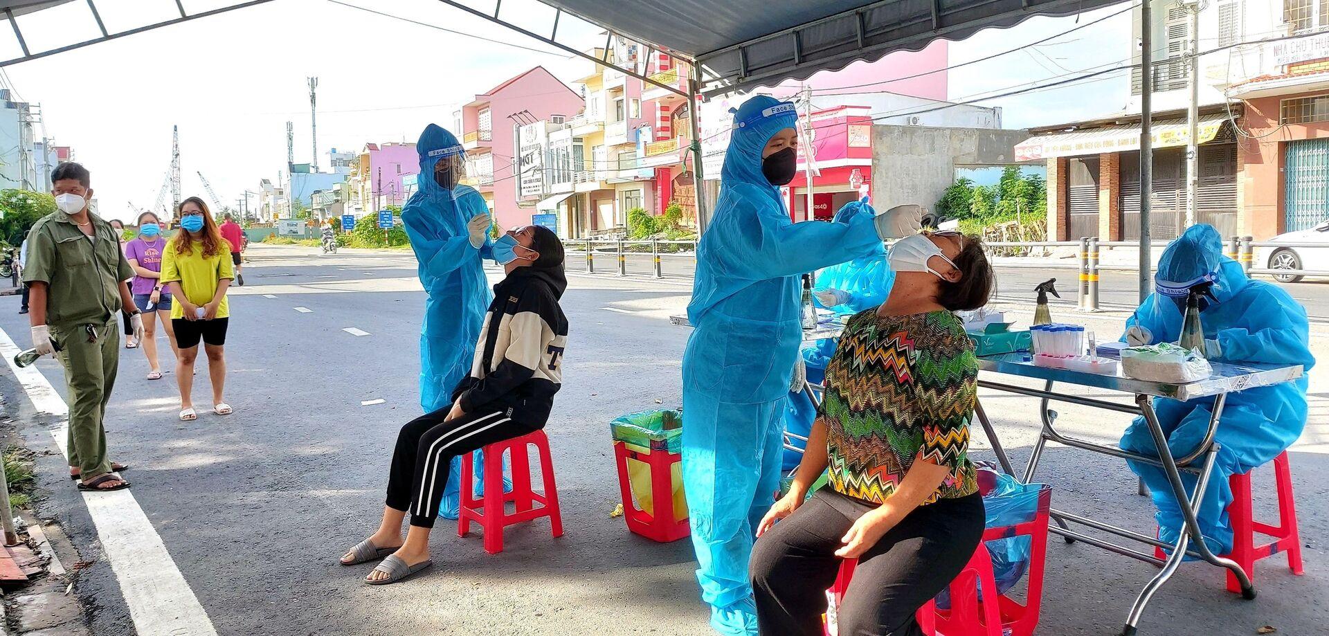 Lực lượng y tế thành phố Cần Thơ tiếp tục truy vết, lấy mẫu xét nghiệm để bóc tách F0 ra khỏi cộng đồng, sớm làm sạch địa bàn - Sputnik Việt Nam, 1920, 05.10.2021