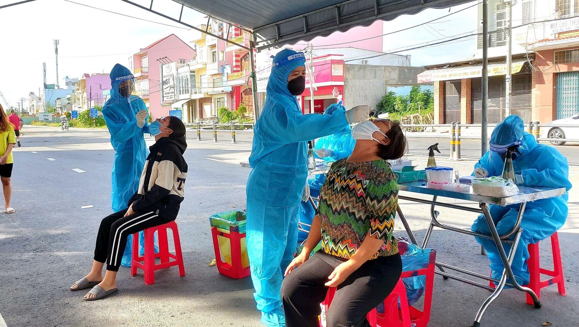 Lực lượng y tế thành phố Cần Thơ tiếp tục truy vết, lấy mẫu xét nghiệm để bóc tách F0 ra khỏi cộng đồng, sớm làm sạch địa bàn - Sputnik Việt Nam, 1920, 27.09.2021
