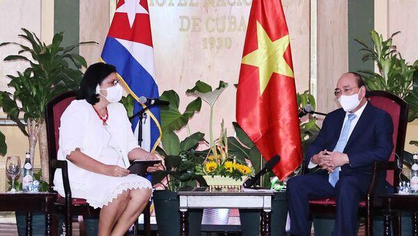 Chủ tịch nước Nguyễn Xuân Phúc tiếp Phó Chủ tịch thứ nhất Viện Cuba hữu nghị với các dân tộc (ICAP) Noemi Rabaza Fernandez - Sputnik Việt Nam
