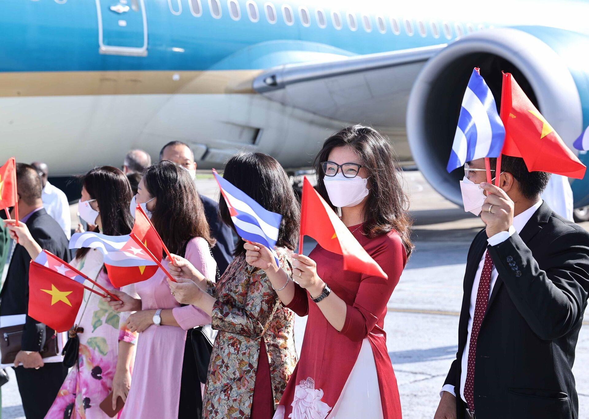 Chủ tịch nước Nguyễn Xuân Phúc và đoàn đại biểu cấp cao Đảng và Nhà nước Việt Nam đến Cuba bắt đầu chuyến thăm chính thức - Sputnik Việt Nam, 1920, 05.10.2021