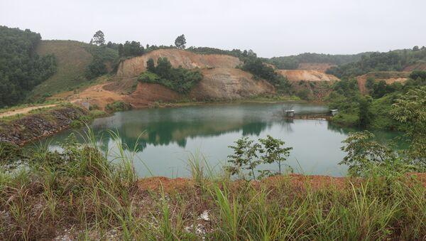 Hồ xử lý nước thải của nhà máy đã được xây dựng lại nhưng luôn tiềm ẩn nhiều rủi ro khi đến mùa mưa bão - Sputnik Việt Nam