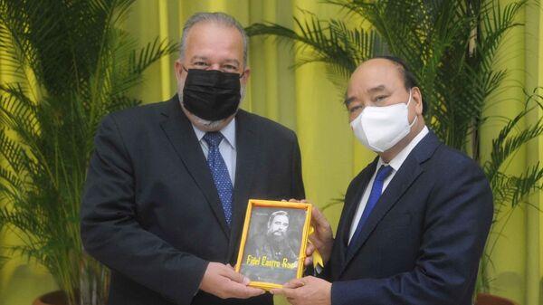 Chủ tịch nước Nguyễn Xuân Phúc hội kiến Thủ tướng Cộng hoà Cuba Manuel Marrero Cruz - Sputnik Việt Nam