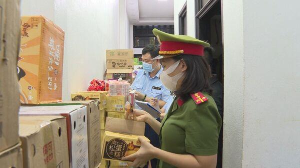 Thanh Hóa: Phát hiện gần 5 tấn bánh kẹo, thực phẩm và gần 1.000 chai đồ uống không nguồn gốc, xuất xứ - Sputnik Việt Nam