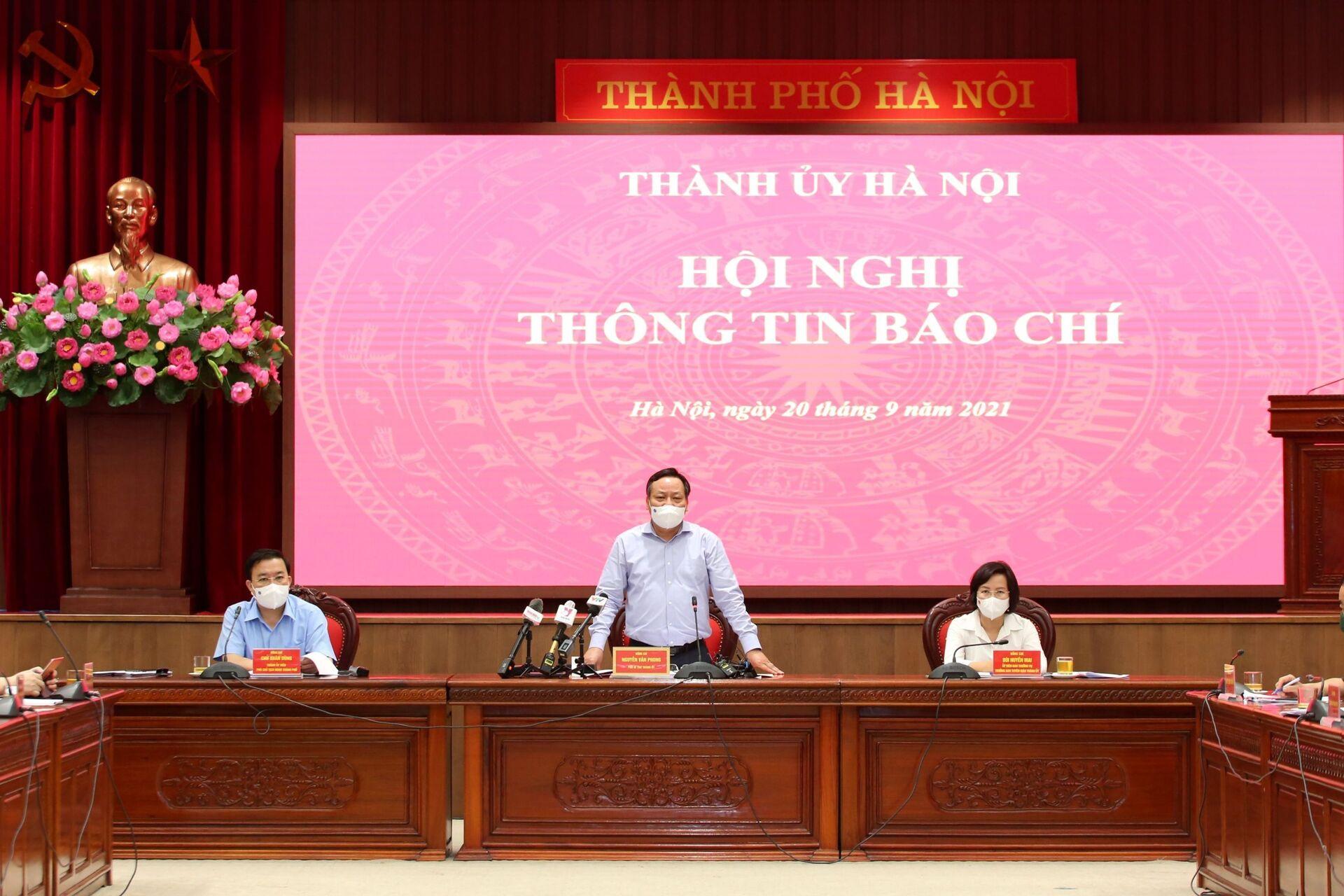 UBND TP Hà Nội họp về thông tin về phòng, chống dịch COVID-19 sau ngày 21/9 - Sputnik Việt Nam, 1920, 05.10.2021