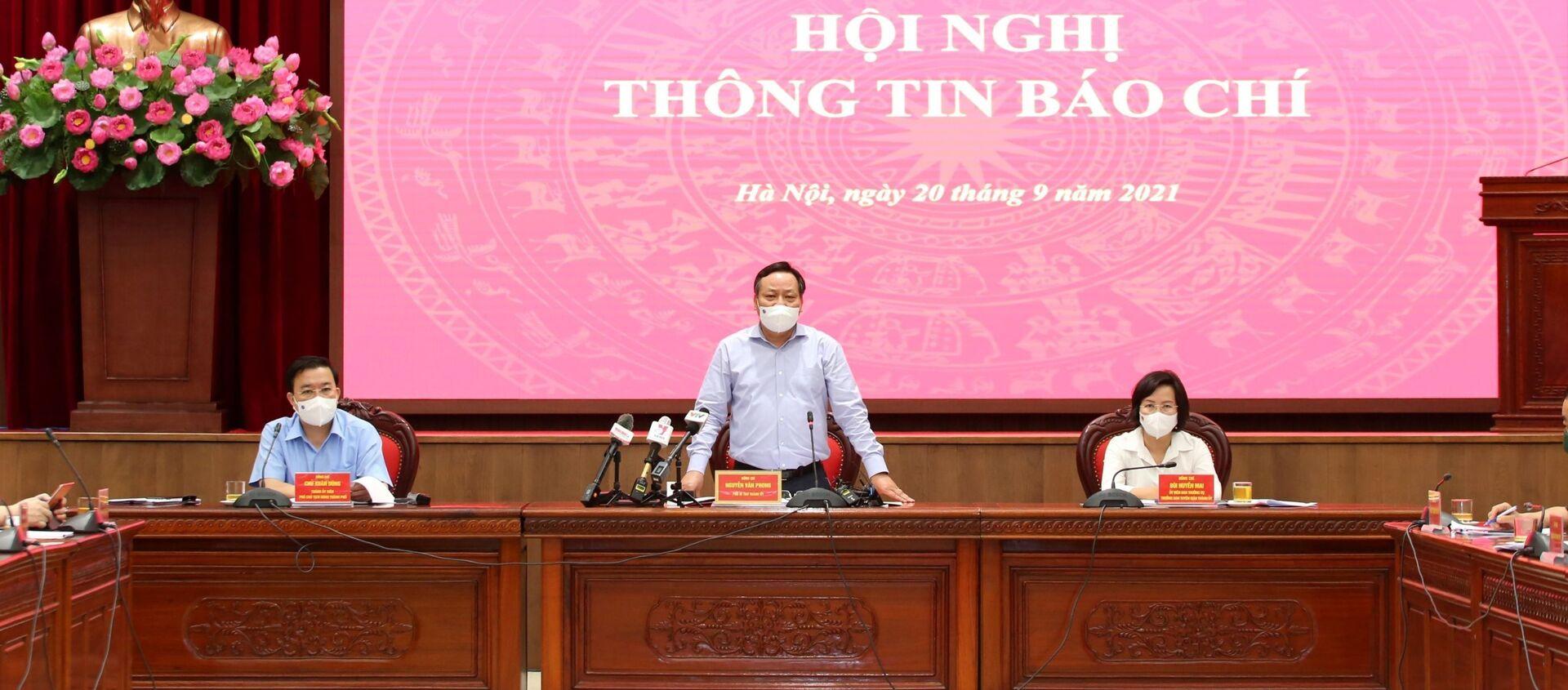 UBND TP Hà Nội họp về thông tin về phòng, chống dịch COVID-19 sau ngày 21/9 - Sputnik Việt Nam, 1920, 21.09.2021