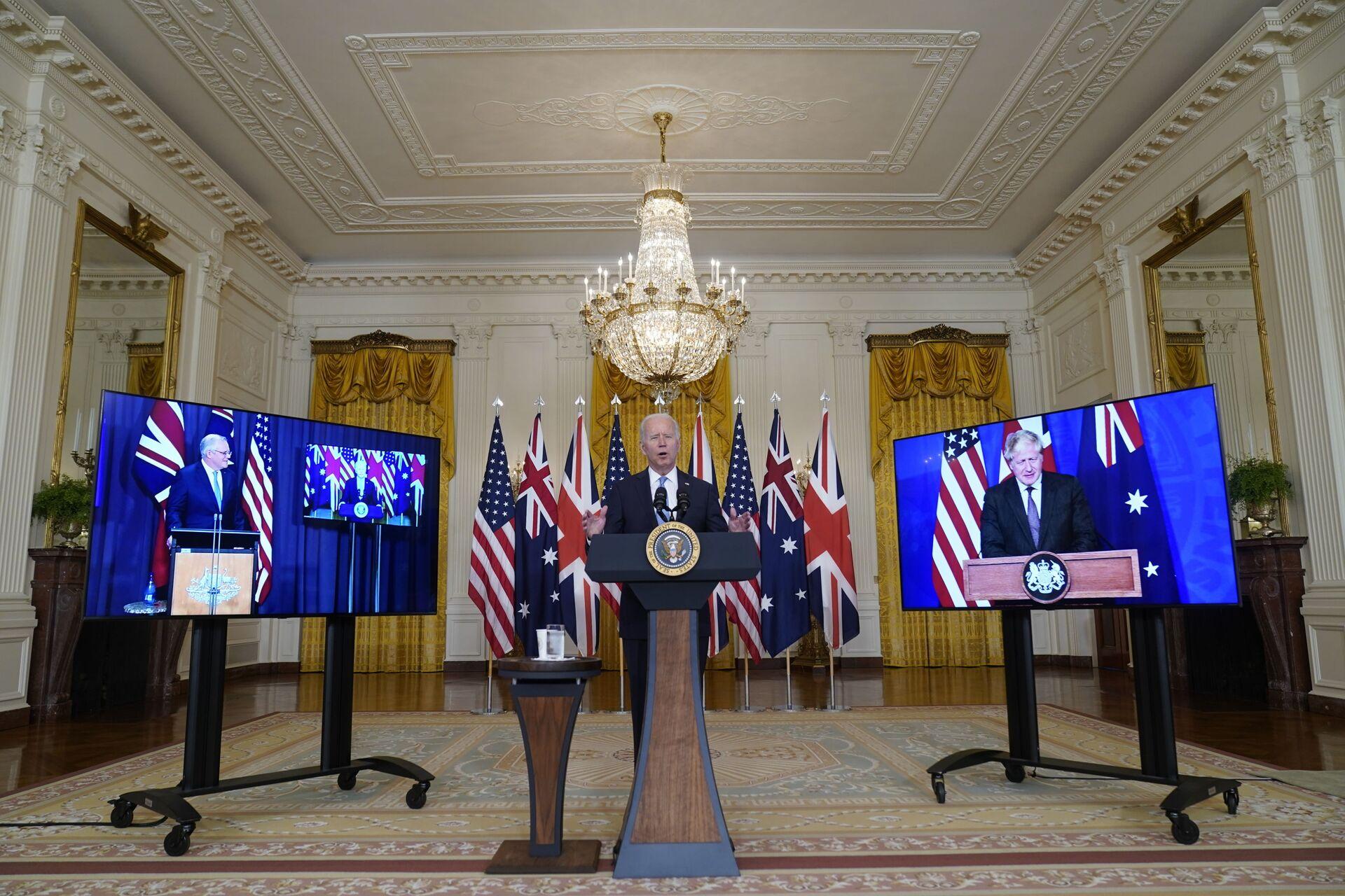 Tổng thống Joe Biden, Thủ tướng Úc Scott Morrison và Thủ tướng Anh Boris Johnson tại cuộc họp trực tuyến về sáng kiến an ninh quốc gia mới của Hoa Kỳ hợp tác với Úc và Vương quốc Anh - Sputnik Việt Nam, 1920, 05.10.2021