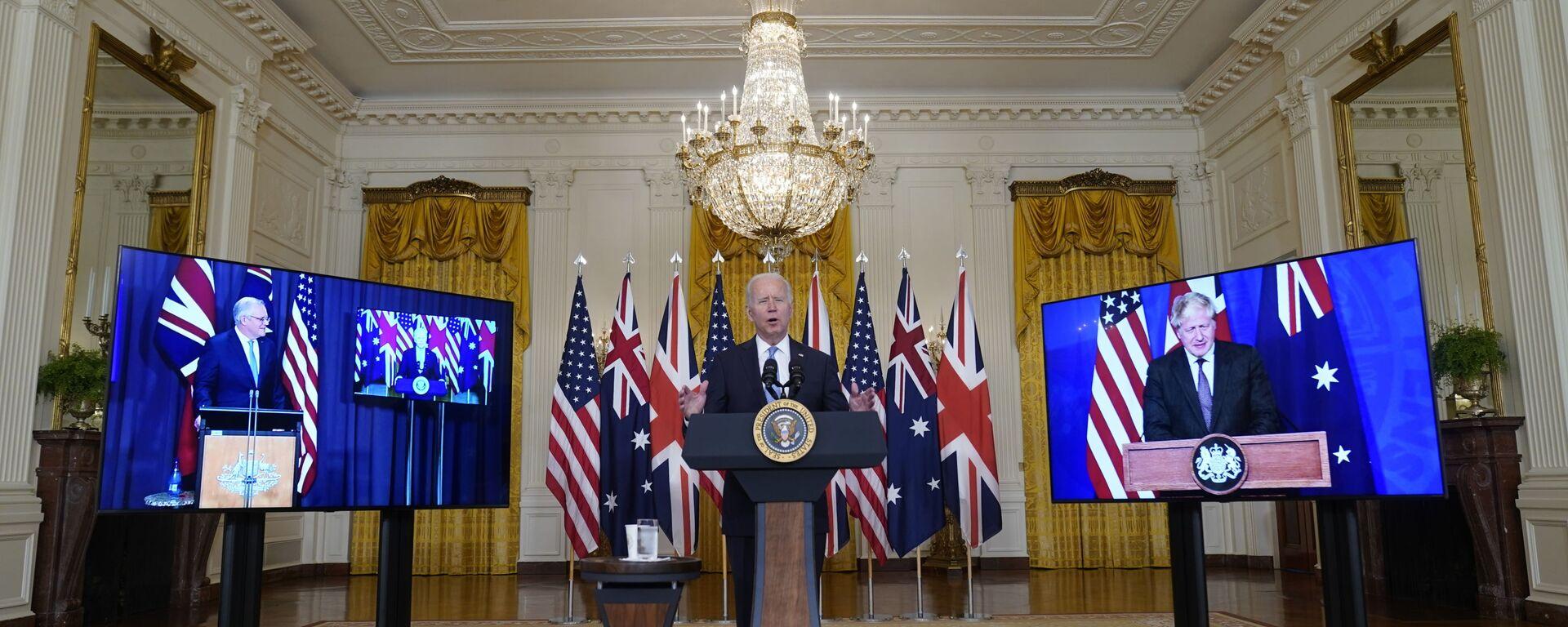 Tổng thống Joe Biden, Thủ tướng Úc Scott Morrison và Thủ tướng Anh Boris Johnson tại cuộc họp trực tuyến về sáng kiến an ninh quốc gia mới của Hoa Kỳ hợp tác với Úc và Vương quốc Anh - Sputnik Việt Nam, 1920, 21.09.2021